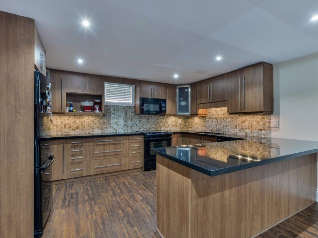 Detached at 24 Conti Cres, Vaughan, Ontario. Image 10