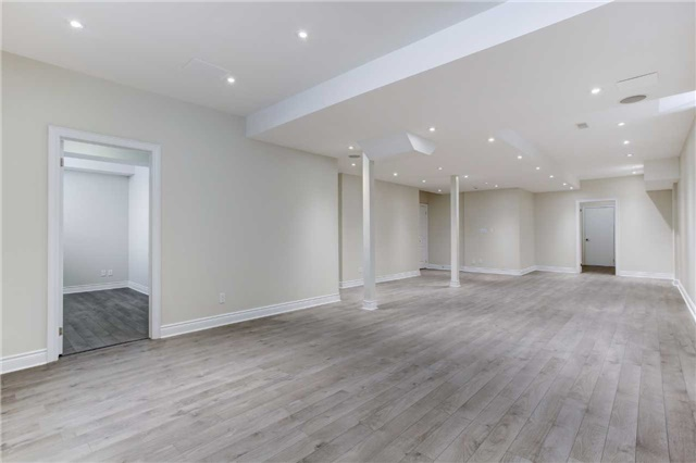 Detached at 6 White Spruce Cres, Vaughan, Ontario. Image 10