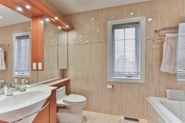 Link at 48 Carriage House Crt, Richmond Hill, Ontario. Image 4