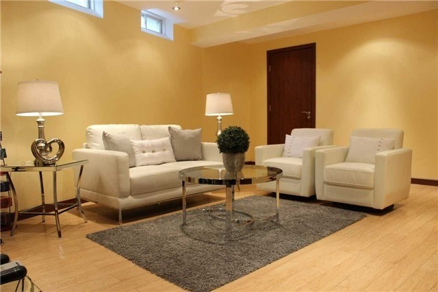 Link at 48 Carriage House Crt, Richmond Hill, Ontario. Image 5