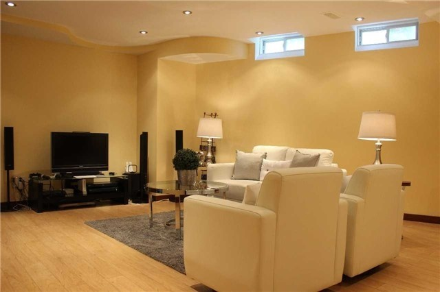 Link at 48 Carriage House Crt, Richmond Hill, Ontario. Image 6