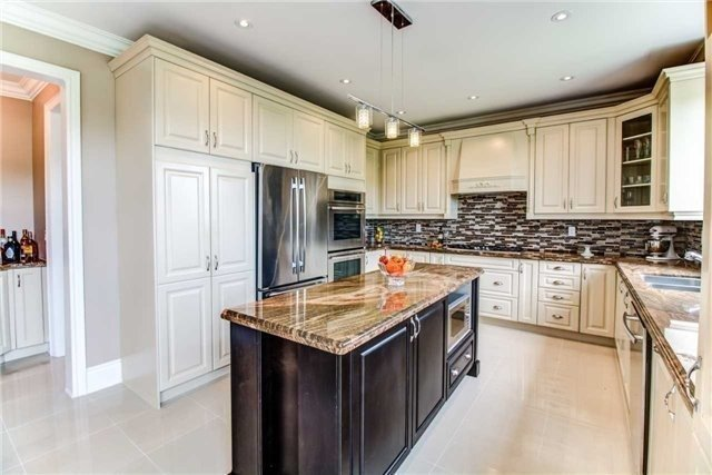 Detached at 10 Bluff Tr, King, Ontario. Image 1