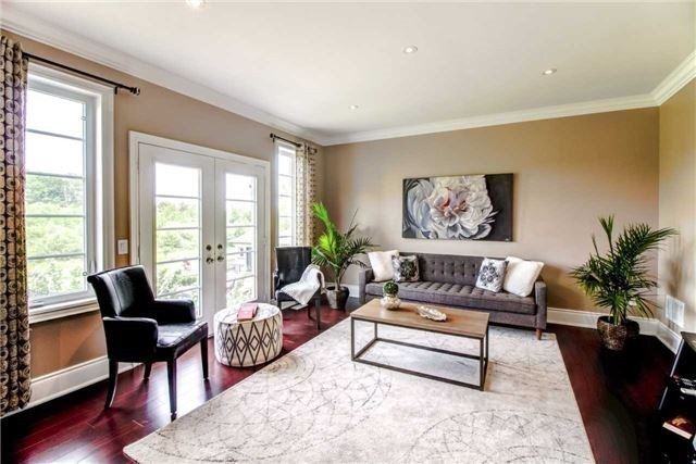Detached at 10 Bluff Tr, King, Ontario. Image 3