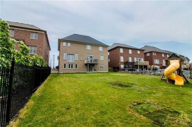Detached at 10 Bluff Tr, King, Ontario. Image 11