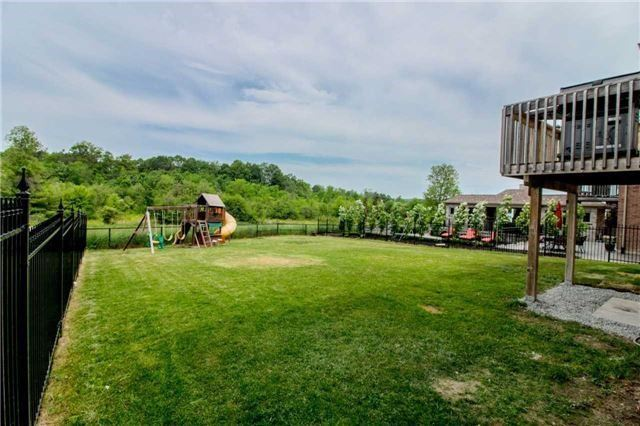 Detached at 10 Bluff Tr, King, Ontario. Image 13