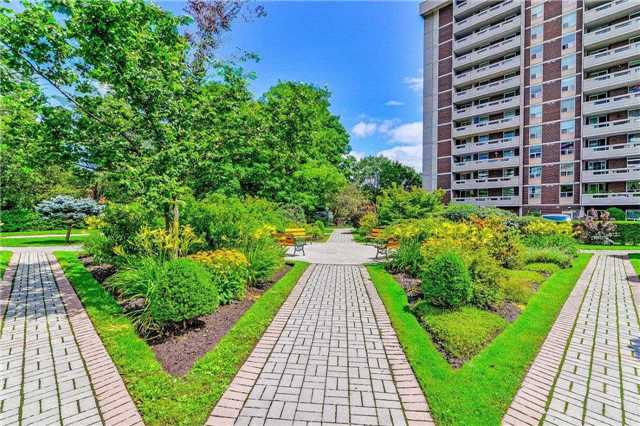 Condo Apartment at 50 Inverlochy Blvd, Unit 302, Markham, Ontario. Image 12