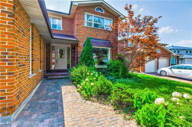 Detached at 15 Clendenen Crt, Markham, Ontario. Image 12