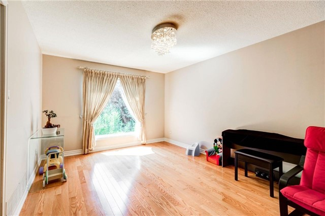Detached at 15 Clendenen Crt, Markham, Ontario. Image 15