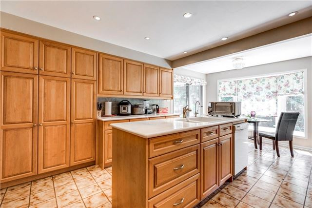 Detached at 15 Clendenen Crt, Markham, Ontario. Image 2