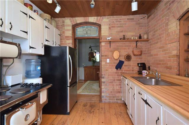 Detached at 179 Queen St S, New Tecumseth, Ontario. Image 2