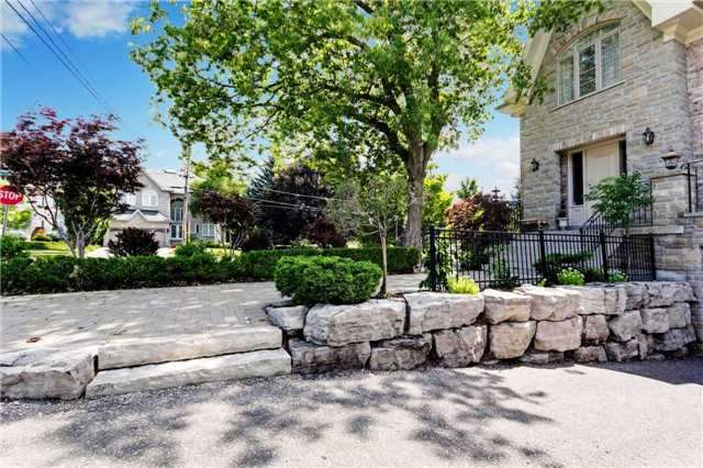 Detached at 1 Lawrie Rd, Vaughan, Ontario. Image 12