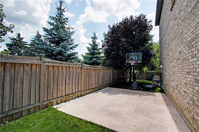 Detached at 1 Lawrie Rd, Vaughan, Ontario. Image 13