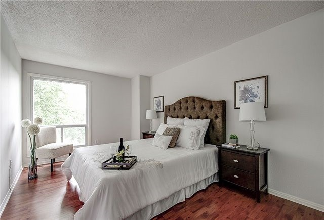 Condo Townhouse at 17 Romfield Crct, Markham, Ontario. Image 7