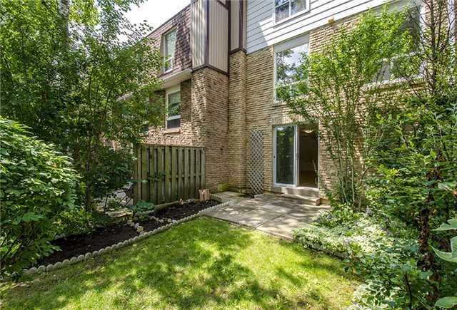Condo Townhouse at 17 Romfield Crct, Markham, Ontario. Image 11