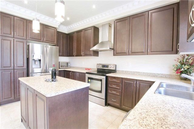 Detached at 1162 Atkins Dr, Newmarket, Ontario. Image 18