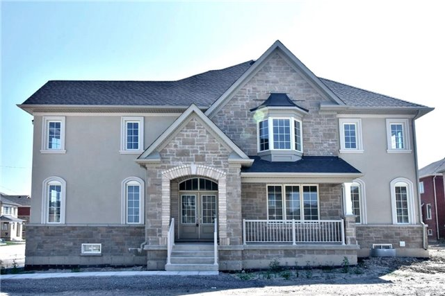 Detached at 31 Frederick Pearson Dr, East Gwillimbury, Ontario. Image 1
