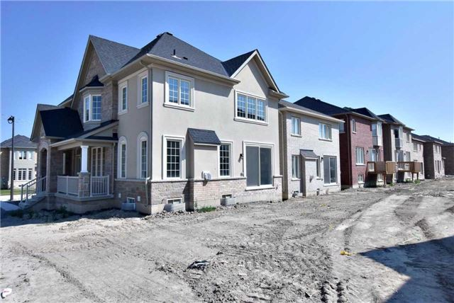 Detached at 31 Frederick Pearson Dr, East Gwillimbury, Ontario. Image 7