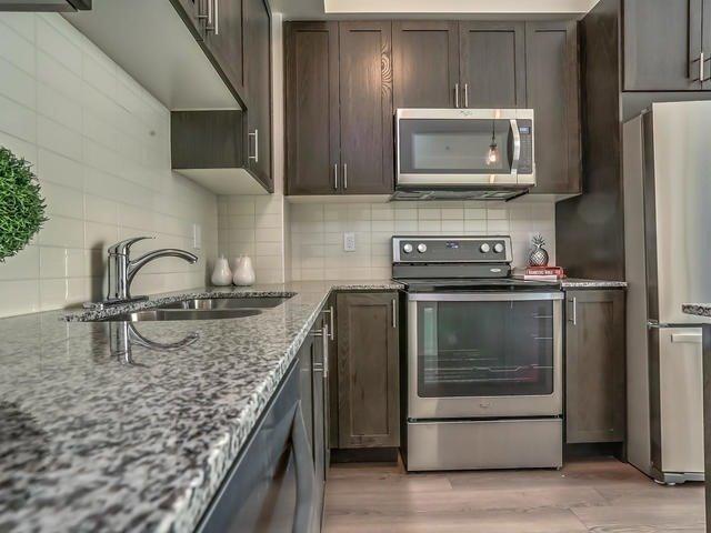 Condo Apartment at 2900 Highway 7, Unit 1403, Vaughan, Ontario. Image 10