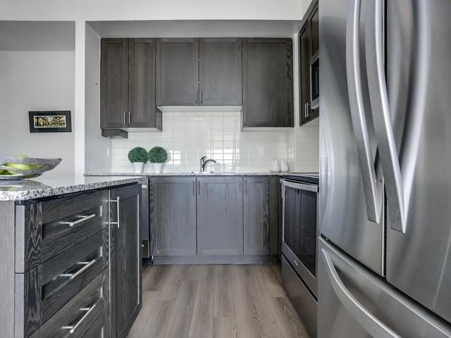 Condo Apartment at 2900 Highway 7, Unit 1403, Vaughan, Ontario. Image 11