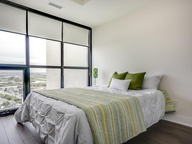 Condo Apartment at 2900 Highway 7, Unit 1403, Vaughan, Ontario. Image 5