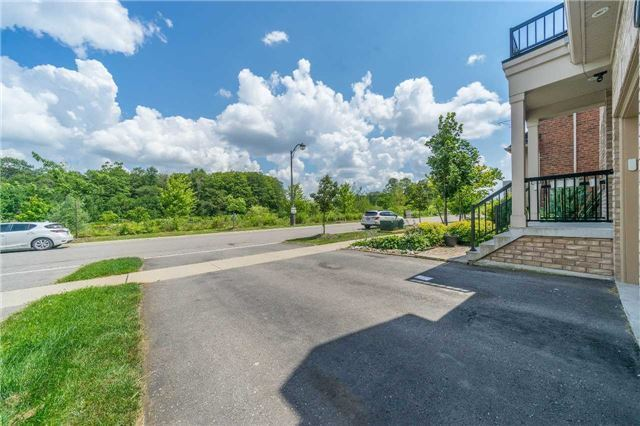 Detached at 26 Morganfield Crt, Richmond Hill, Ontario. Image 12