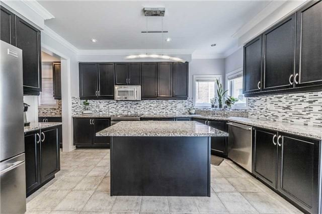 Detached at 26 Morganfield Crt, Richmond Hill, Ontario. Image 17