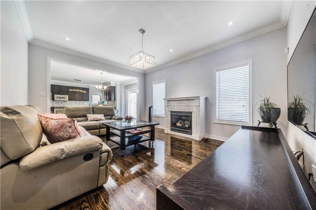 Detached at 26 Morganfield Crt, Richmond Hill, Ontario. Image 18