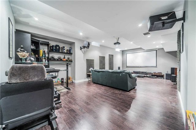 Detached at 26 Morganfield Crt, Richmond Hill, Ontario. Image 8