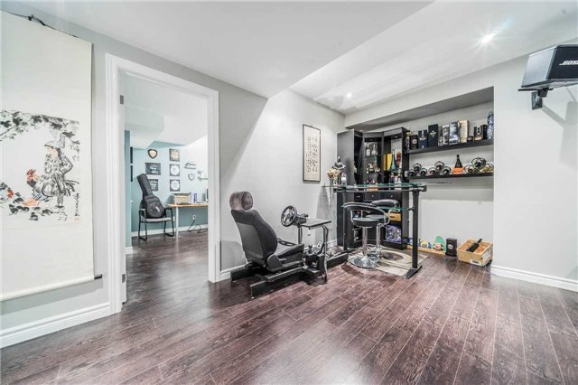Detached at 26 Morganfield Crt, Richmond Hill, Ontario. Image 9