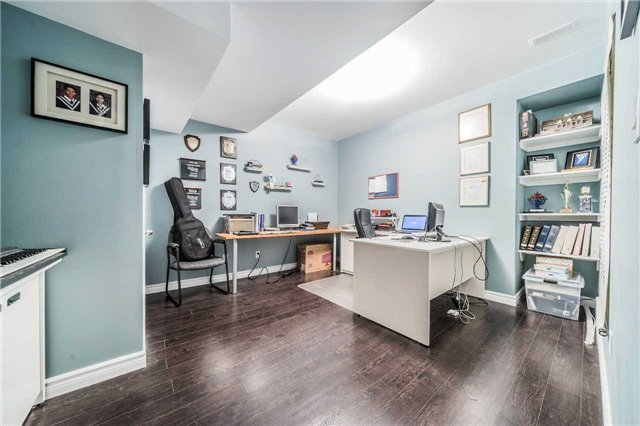Detached at 26 Morganfield Crt, Richmond Hill, Ontario. Image 10