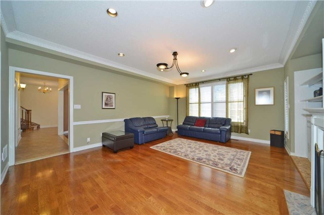 Detached at 240 Rothbury Rd, Richmond Hill, Ontario. Image 15