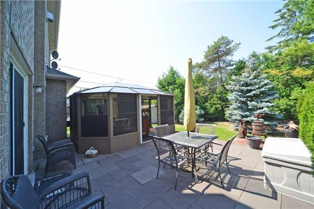 Detached at 240 Rothbury Rd, Richmond Hill, Ontario. Image 8