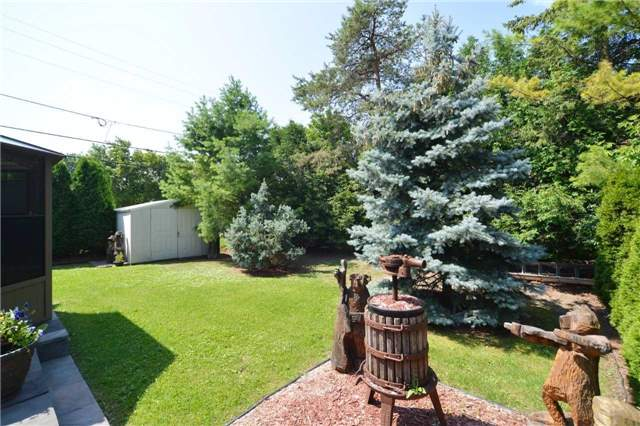 Detached at 240 Rothbury Rd, Richmond Hill, Ontario. Image 10