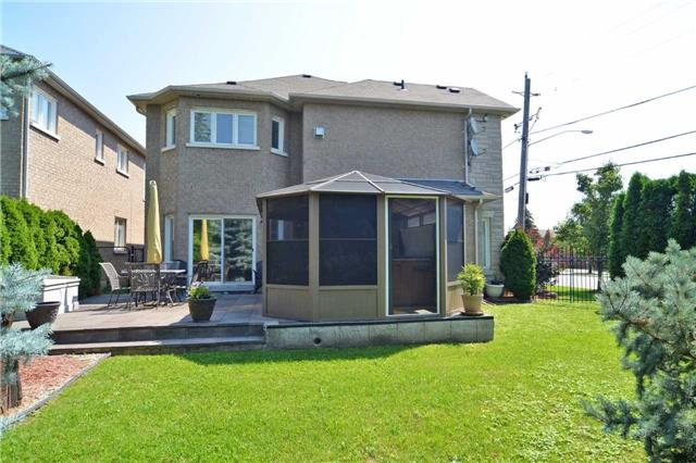 Detached at 240 Rothbury Rd, Richmond Hill, Ontario. Image 11