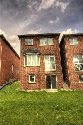Link at 14 Collin Crt, Richmond Hill, Ontario. Image 12