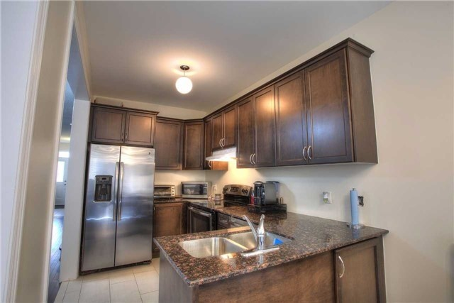 Link at 14 Collin Crt, Richmond Hill, Ontario. Image 15