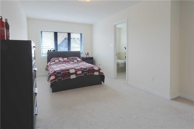 Link at 14 Collin Crt, Richmond Hill, Ontario. Image 8