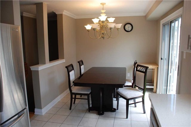 Townhouse at 3 Grasslands Ave, Richmond Hill, Ontario. Image 2