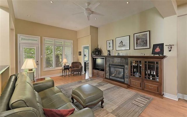 Detached at 26 Boros Link, Whitchurch-Stouffville, Ontario. Image 11