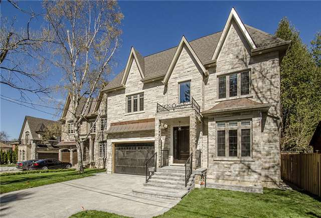 Detached at 125 Moray Ave, Richmond Hill, Ontario. Image 1