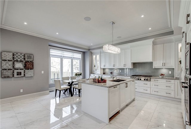 Detached at 125 Moray Ave, Richmond Hill, Ontario. Image 2