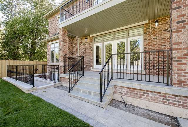 Detached at 125 Moray Ave, Richmond Hill, Ontario. Image 10