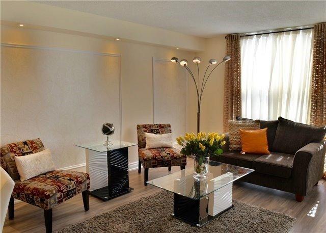 Condo Apartment at 30 Harding Blvd W, Unit 807, Richmond Hill, Ontario. Image 12