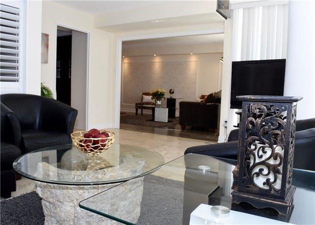 Condo Apartment at 30 Harding Blvd W, Unit 807, Richmond Hill, Ontario. Image 17