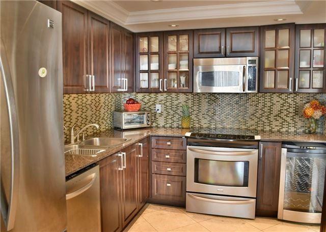 Condo Apartment at 30 Harding Blvd W, Unit 807, Richmond Hill, Ontario. Image 19