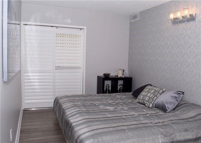 Condo Apartment at 30 Harding Blvd W, Unit 807, Richmond Hill, Ontario. Image 6
