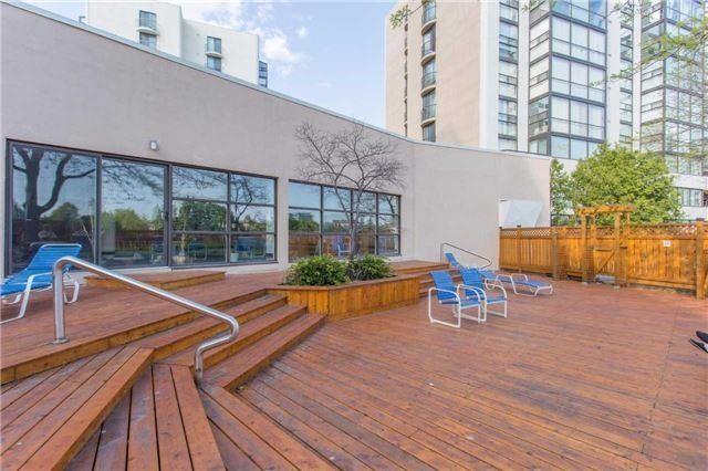Condo Apartment at 30 Harding Blvd W, Unit 807, Richmond Hill, Ontario. Image 11
