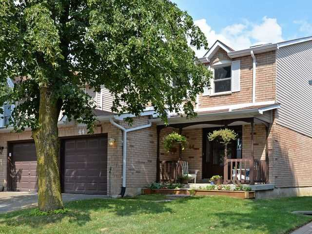 Condo Townhouse at 44 Adams Crt, Uxbridge, Ontario. Image 1