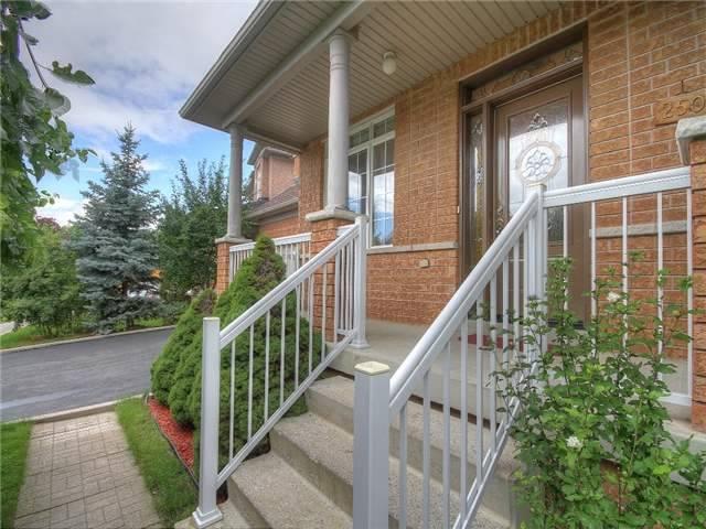 Detached at 250 Ten Oaks Blvd, Vaughan, Ontario. Image 8