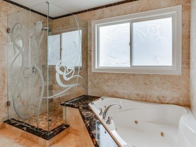 Detached at 250 Ten Oaks Blvd, Vaughan, Ontario. Image 13